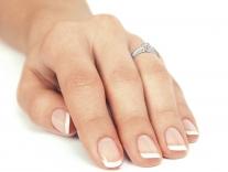 Fotografie prstenu Danfil navlečeného na prstě